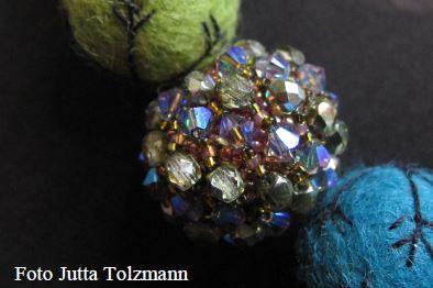 Netzkugel mit aufgesetzten Perlen